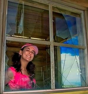 Sourire dans Fenêtre 57-085-Me.Janela-