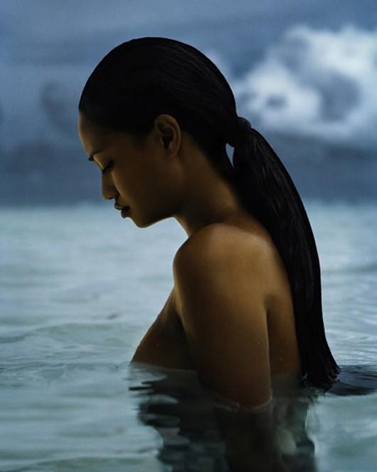 Vahiné dans Femme : Portrait 57-114-vahine-monoi-cheveu.1189791774-